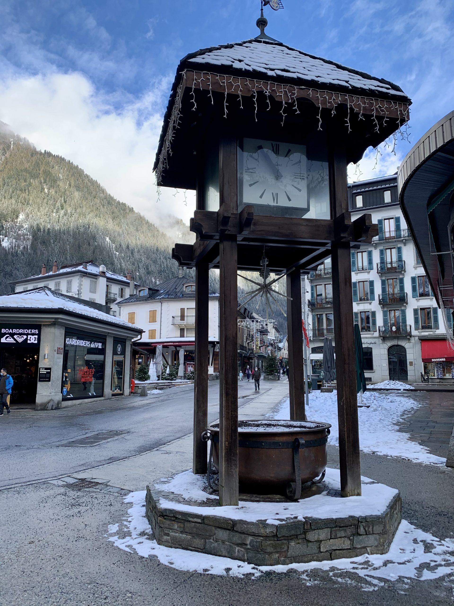 photo de l'horloge du centre ville de chamonix